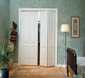 How to choose wooden door for small apartment